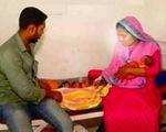 Bà mẹ Bangladesh trong một tháng sinh con hai lần, được 3 đứa trẻ