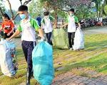 Bạn trẻ Bến Tre dậy từ 5g sáng nhặt rác ven sông