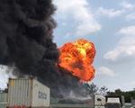 Cháy nổ tại kho hóa chất, công nhân ôm đồ bỏ chạy