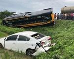 Tai nạn liên hoàn, xe khách và xe con lao xuống ruộng