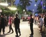 Hàng chục cảnh sát phong tỏa phố, vây bắt vụ nghi mua bán ma túy