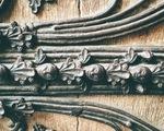 Cánh cửa Nhà thờ Đức Bà Paris bị xem là