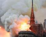 Nhà thờ Đức Bà - Paris bốc cháy dữ dội