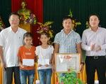 Khen thưởng người cứu hai em nhỏ bị sóng biển cuốn ở Quảng Bình