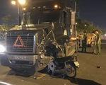 Xe kẹo kéo găm đứng vào đầu xe container, 1 người chết tại chỗ