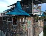 Ngôi làng xây từ... chai nhựa bỏ đi