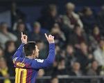 Messi đá phạt đẳng cấp, giải cứu Barcelona ở phút bù giờ