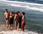 Tuyên dương trung úy biên phòng lao xuống biển cứu sống hai học sinh