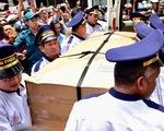 Gia đình Anh Vũ nghẹn ngào làm lễ tang ở chùa Ấn Quang