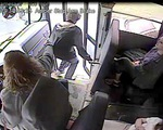Nam sinh thoát chết trong gang tấc nhờ nữ tài xế xe buýt nhanh tay