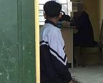 Tạm đình chỉ đứng lớp cô giáo bắt học sinh quỳ trong lớp
