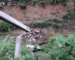 Ôtô lao xuống vực, chồng văng khỏi xe chết tại chỗ, vợ bị thương nặng