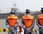 Tàu chiến Mỹ giáp mặt tàu Trung Quốc