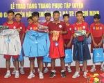 Bóng đá trẻ TP.HCM được tài trợ giày và trang phục