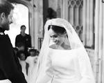 Dân Anh mê tít bộ ảnh một năm ngày cưới của vợ chồng hoàng tử Harry