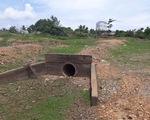 Khai quật đường ống nghi xả thải ngầm của Công ty Men Mauri La Ngà