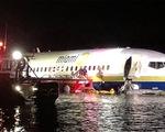 Máy bay Boeing 737 chở 143 người lao xuống sông tại Florida