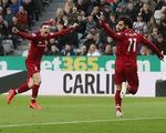 Thắng nghẹt thở Newcastle, Liverpool lại vượt lên trước M.C