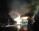 Xe giường nằm bốc cháy, 30 hành khách hoảng hốt tháo chạy