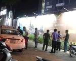 Người dân cấp cứu tài xế taxi nghi bị hành khách dùng dao tấn công