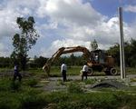 Dân hò hét khi bị buộc khôi phục đất nông nghiệp phân lô trái phép