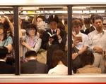 Đi tàu Nhật phải thêm tiền đấu giá mới có chỗ ngồi
