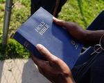 Kinh thánh cũng không né được thuế quan của ông Trump