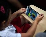 YouTube cấm trẻ livestream một mình, tránh những kẻ ấu dâm