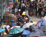 Người biểu tình Hong Kong tấn công Hội đồng lập pháp