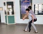 Tài xế xe ôm không lấy tiền của sinh viên mất hai chân: