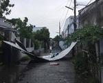Dông lốc làm sập và tốc mái hơn 300 căn nhà ở miền Tây