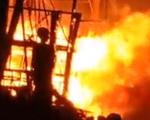 Video: Tàu cá cháy dữ dội trong đêm