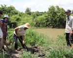Bến Tre: Không chịu nổi ô nhiễm, người dân đào ống xả thải của trại vịt