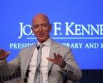 Tỉ phú Bezos đầu tư hàng tỉ đô chinh phục không gian để... cứu Trái đất