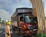 Xe tải tông cổng chào Mỹ Tho, thiệt hại hơn 1 tỉ đồng