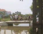 Lao xuống kênh khi đạp xe qua cầu, hai em nhỏ chết đuối thương tâm