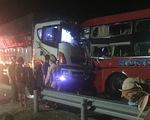 Xe khách và xe tải đâm trực diện, 1 người chết, nhiều người bị thương