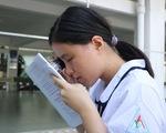 Nữ sinh khiếm thị