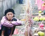 Người mẹ liệt sĩ 93 tuổi lần đầu viếng mộ con