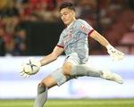 Văn Lâm bắt gọn bóng, phát động tấn công sắc bén giúp Muangthong ghi bàn