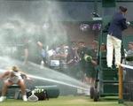 Vỡ ống nước khiến 2 tay vợt