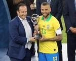 Alves tuổi 36 nhận danh hiệu