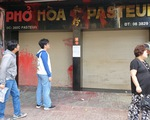 Bị tạt chất bẩn liên tục, quán phở Hòa ở Sài Gòn tạm đóng cửa