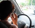 Hãy ghi hình tố giác tài xế dùng điện thoại khi lái xe