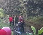 Thi thể người chạy xe ôm bên mương nước có vết thương, nghi bị sát hại