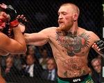 Võ sĩ UFC McGregor bị lên án vì đấm cụ già từ chối lời mời rượu