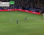 """Video """"pha đốt lưới nhà lạ lùng nhất"""": thủ môn đánh đầu phá bóng trúng mặt đồng đội rồi...vào lưới"""