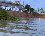 Tạm dừng khắc phục sạt lở quốc lộ 91 do bao cát bị trượt xuống đáy sông
