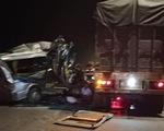 Xe khách tông xe container, 16 người bị thương