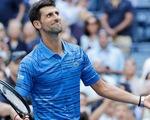 Pha 'vừa đánh vừa giỡn' của Djokovic, không vội kết thúc mà bắt đối thủ chạy thục mạng